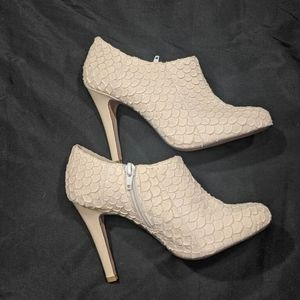 NWOT Shoes of Prey Scalloped Booties